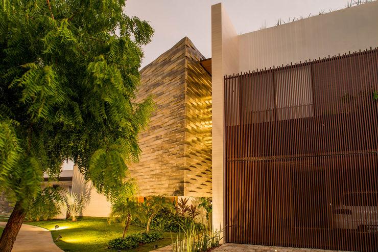 FGO Arquitectura Modern houses Wood effect