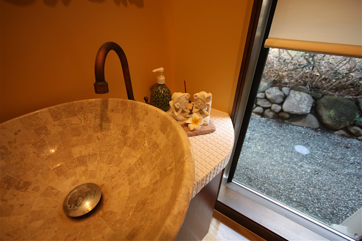 atelier shige architects /アトリエシゲ一級建築士事務所 Asian style bathroom Wood effect