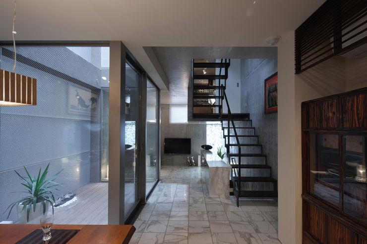 U建築設計室 Soggiorno moderno Piastrelle Bianco