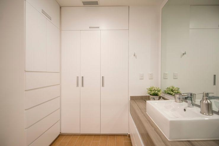 ESTUDIO TANGUMA Ванна кімнатаЗберігання Білий