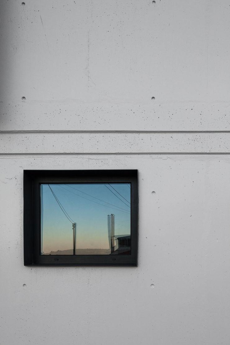 FPA - filipe pina arquitectura Minimal style window and door