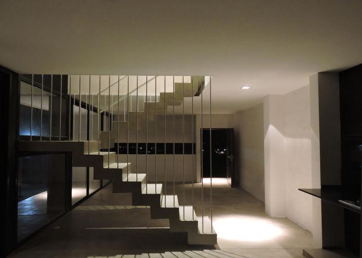 jose m zamora ARQ Minimalist corridor, hallway & stairs