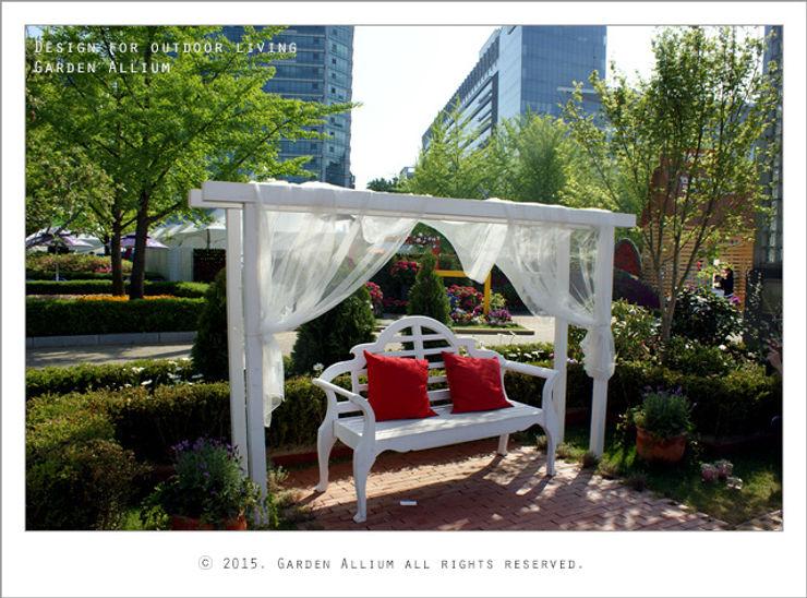 Garden Studio Allium Taman Modern