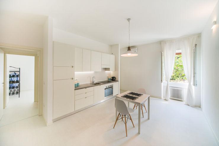 PADIGLIONE B Minimalist kitchen Wood White