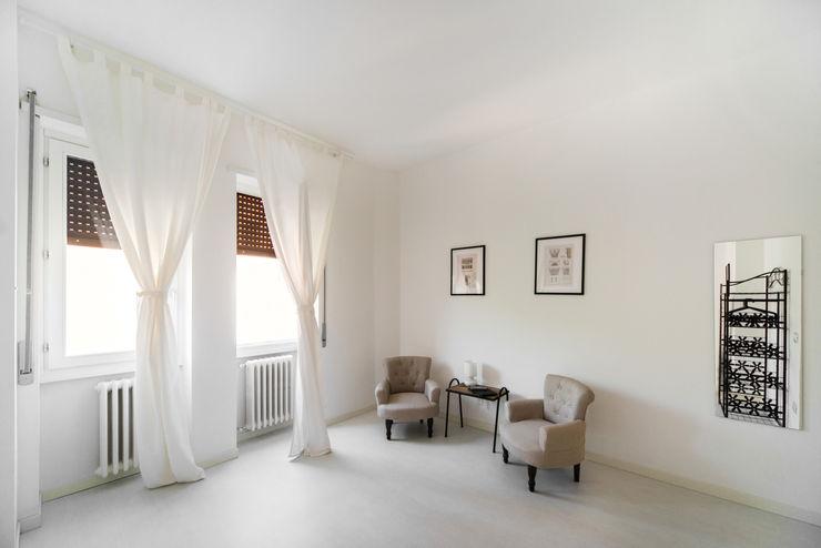 PADIGLIONE B Minimalist bedroom Wood White