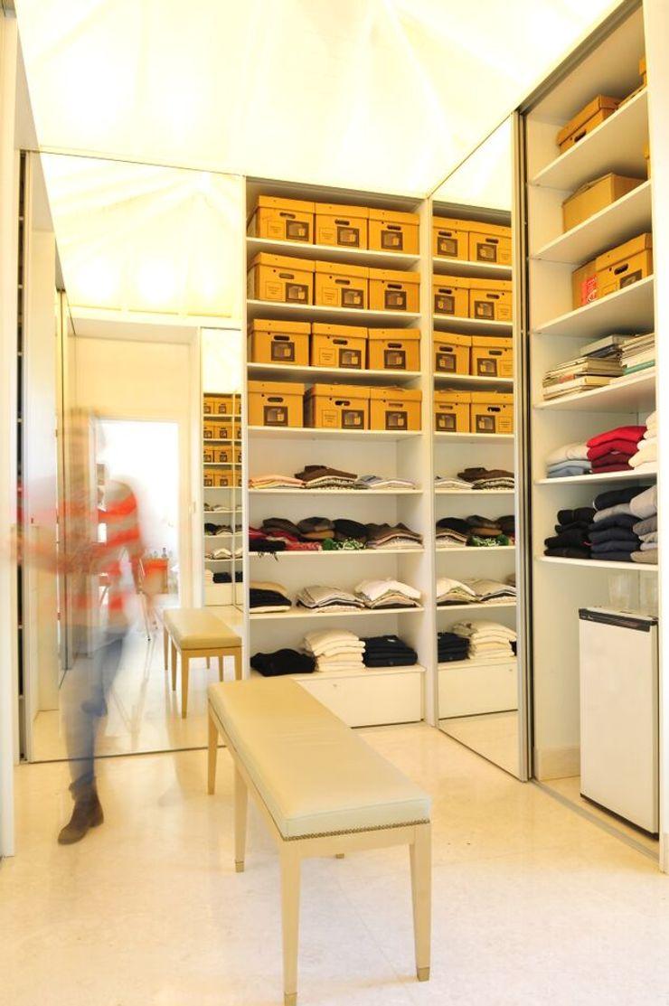 JUNOR ARQUITECTOS Closets de estilo moderno