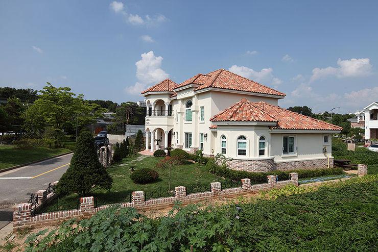 CS Coelho da Silva SA Asian style houses