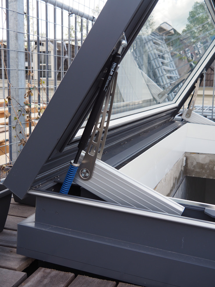 Concealed motor - Sky View Only Glazing Vision Balcones y terrazas de estilo ecléctico Vidrio