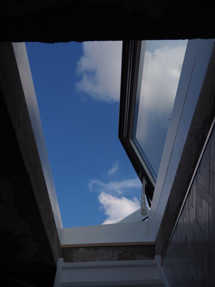 No visible framework from the inside - Sky View Only Glazing Vision Balcones y terrazas de estilo ecléctico Vidrio