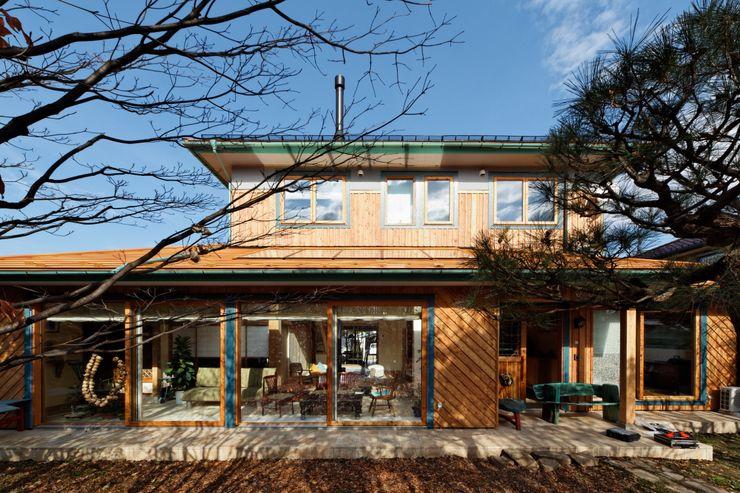 株式会社山崎屋木工製作所 Curationer事業部 Eclectic style houses Wood