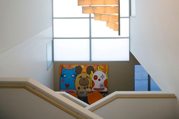 Tuc Tuc Company Headquarters. Stairway Ignacio Quemada Arquitectos Koridor & Tangga Minimalis White