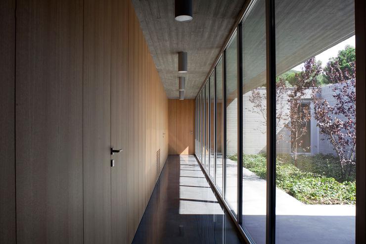 RESIDENZA PRIVATA Osa Architettura e Paesaggio Ingresso, Corridoio & Scale in stile mediterraneo