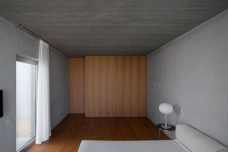 RESIDENZA PRIVATA Osa Architettura e Paesaggio Camera da letto in stile mediterraneo