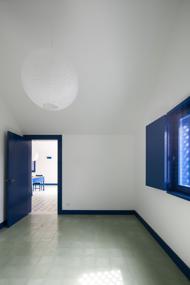 Caseiros House SAMF Arquitectos Country style bedroom Blue