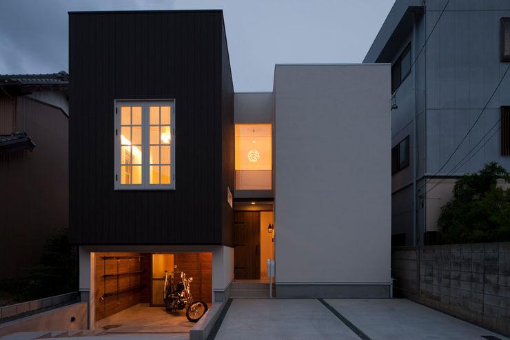 ハーレーのある住宅 TTAA/ 高木達之建築設計事務所 モダンな 家