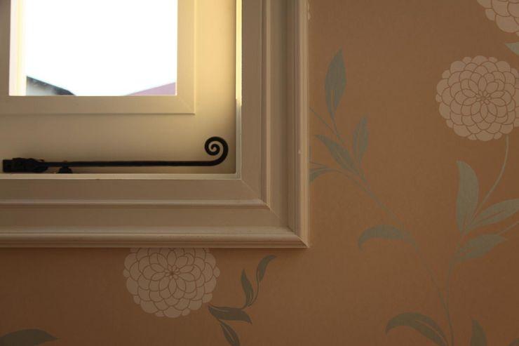 ハーレーのある住宅 TTAA/ 高木達之建築設計事務所 モダンな 窓&ドア