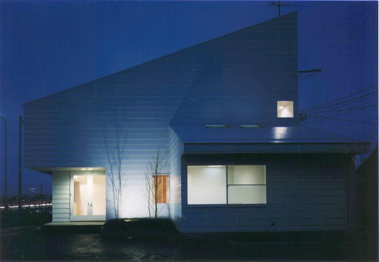 株式会社 高井義和建築設計事務所 Case moderne Legno Bianco