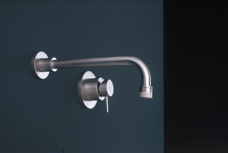 Giulio Gianturco Minimalist style bathroom Metal Metallic/Silver