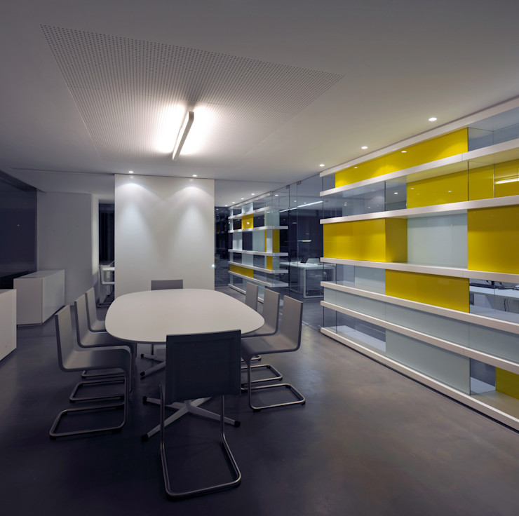 buerger katsota zt gmbh Ruang Studi/Kantor Modern Kaca Yellow