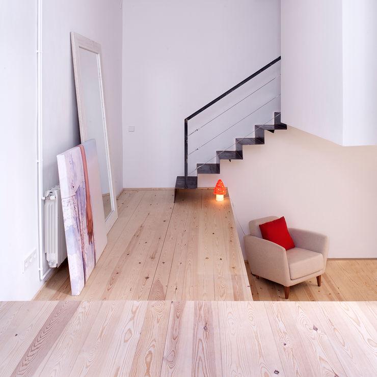 manrique planas arquitectes Scandinavian style corridor, hallway& stairs