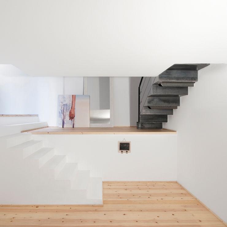 manrique planas arquitectes Scandinavian style bedroom