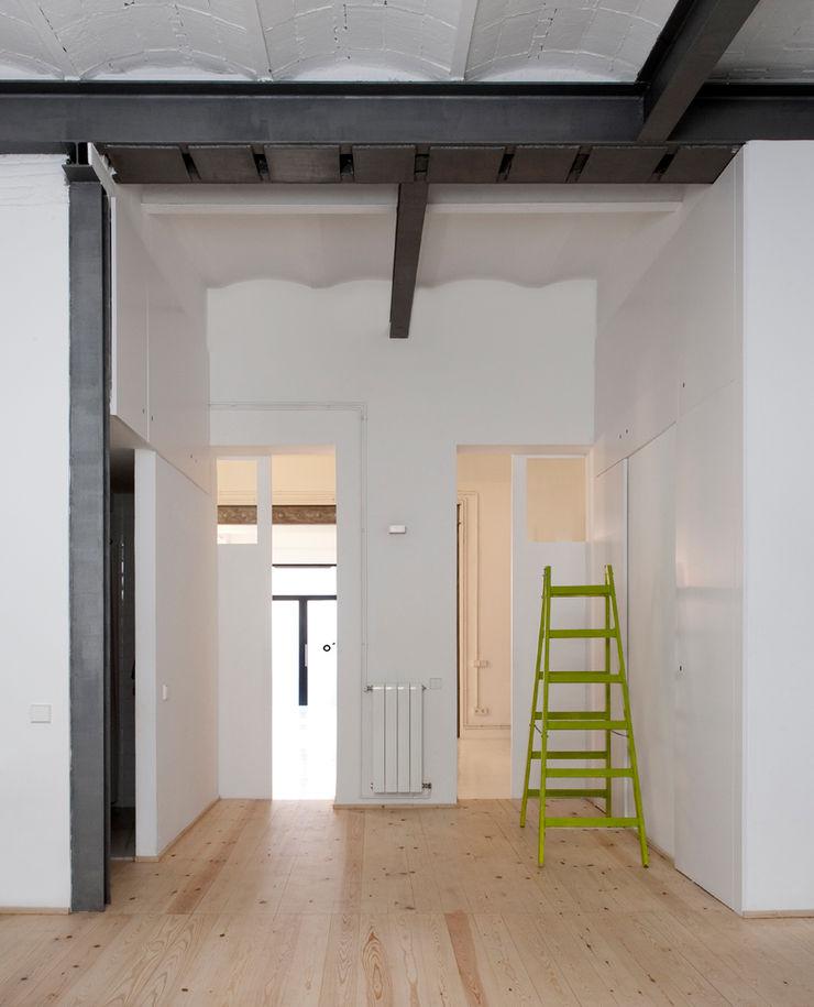manrique planas arquitectes industrial style corridor, hallway & stairs