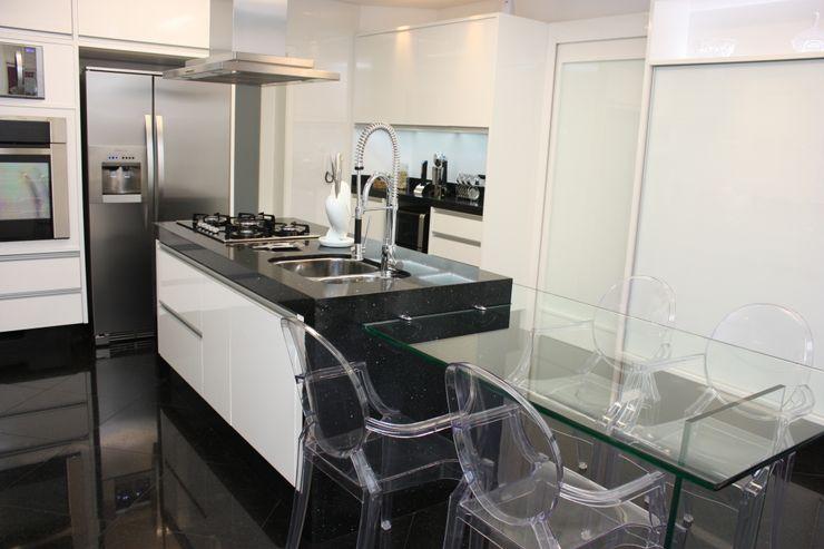 Leticia Prodocimo - LPA ARQUITETURA KitchenTables & chairs Kaca Transparent