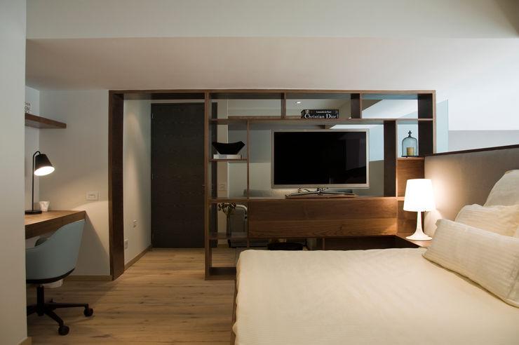 Basch Arquitectos Skandinavische Schlafzimmer Holz Beige