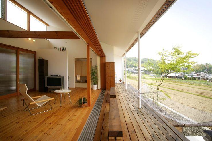 松永鉄快建築事務所 Living room Solid Wood Wood effect