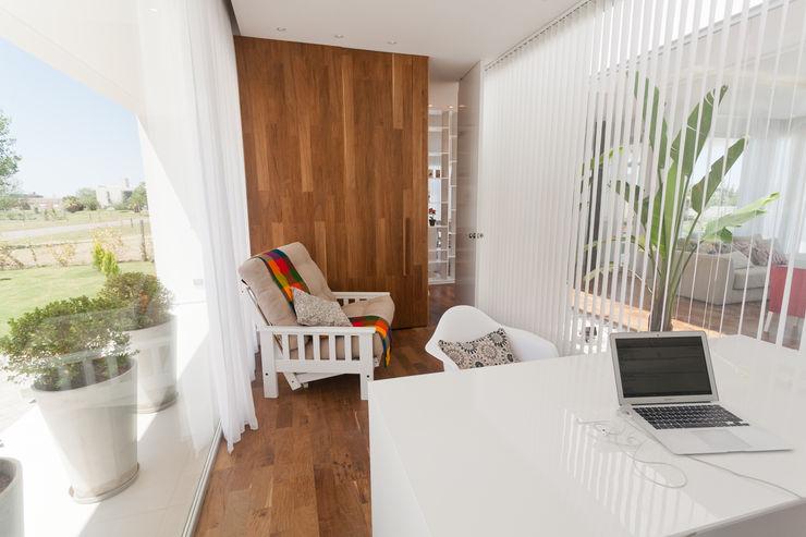 VISMARACORSI ARQUITECTOS Modern Terrace