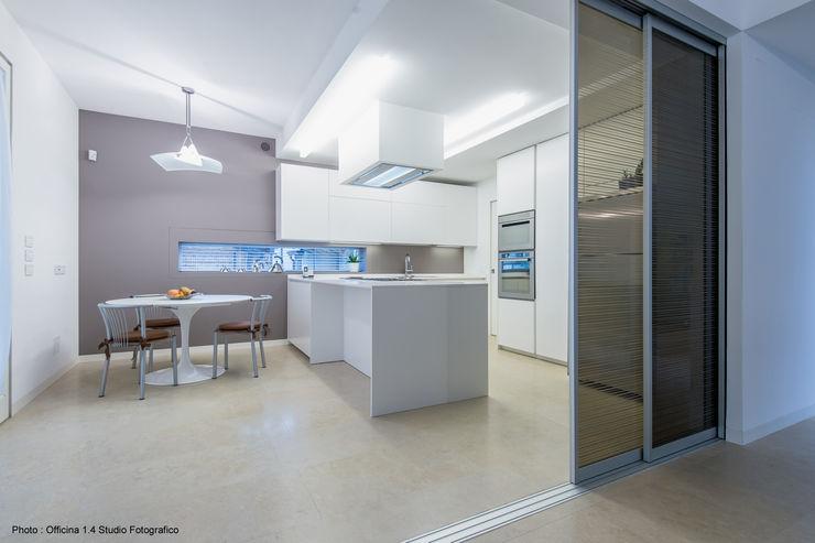Urban House Studio Vivian Cucina moderna
