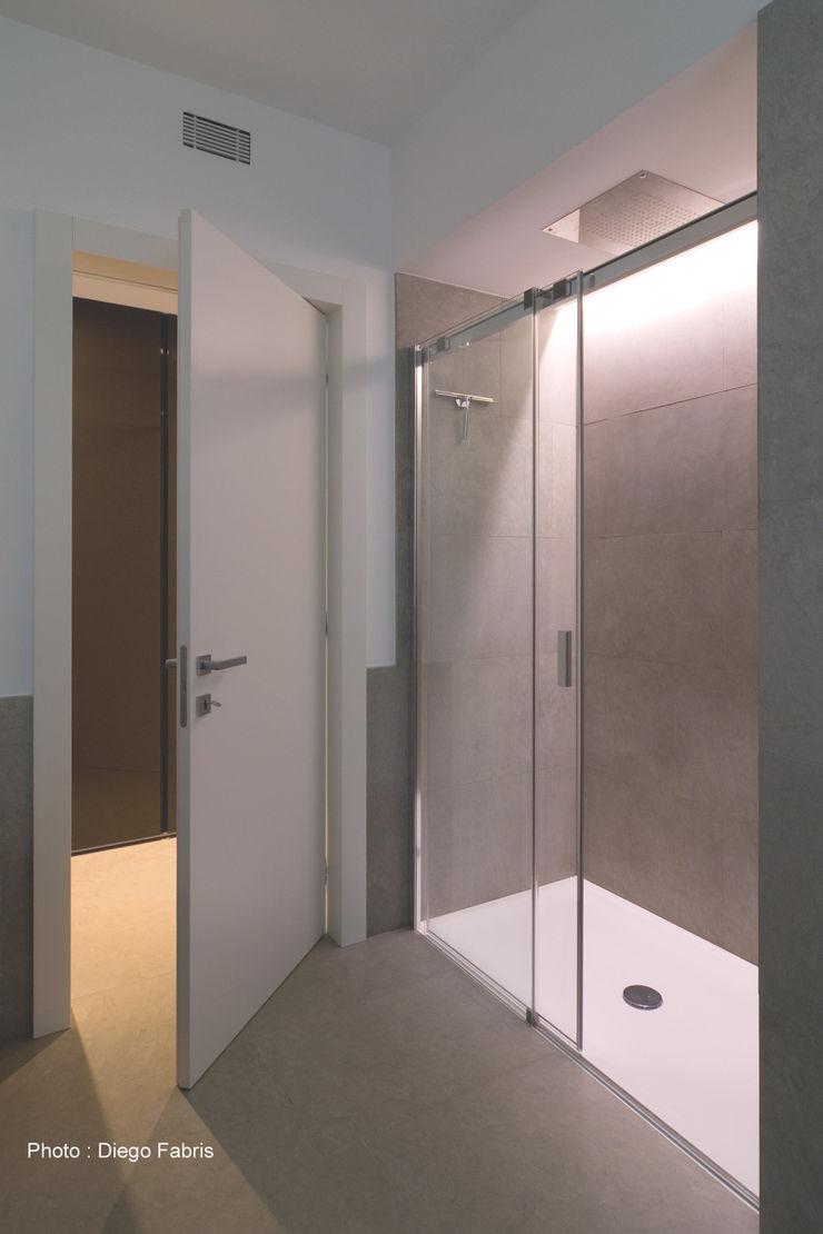 Urban House Studio Vivian Bagno moderno