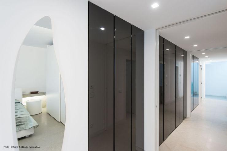 Urban House Studio Vivian Pareti & Pavimenti in stile moderno