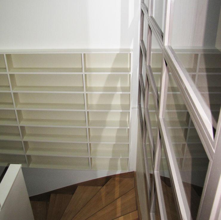 Kauri Architecture Vestíbulos, pasillos y escalerasAlmacenamiento Beige