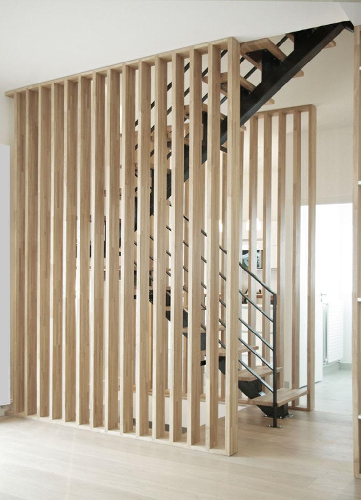 Détail Escalier Yeme + Saunier Couloir, entrée, escaliers minimalistes Bois massif