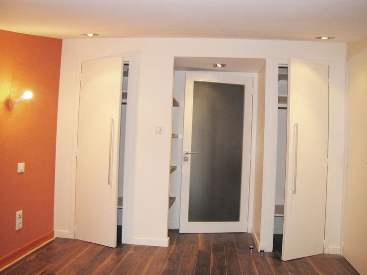 Kauri Architecture Dormitorios modernos Beige