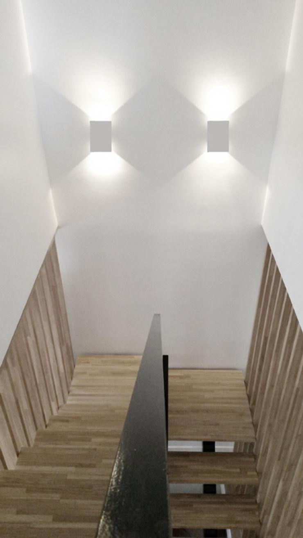 Cage d'escalier niveau R+1 Yeme + Saunier Couloir, entrée, escaliers minimalistes Bois massif Blanc
