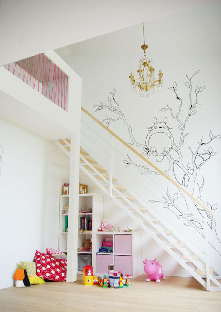 Chambre enfants avec mezzanine + bureau Yeme + Saunier Chambre d'enfant minimaliste Rose