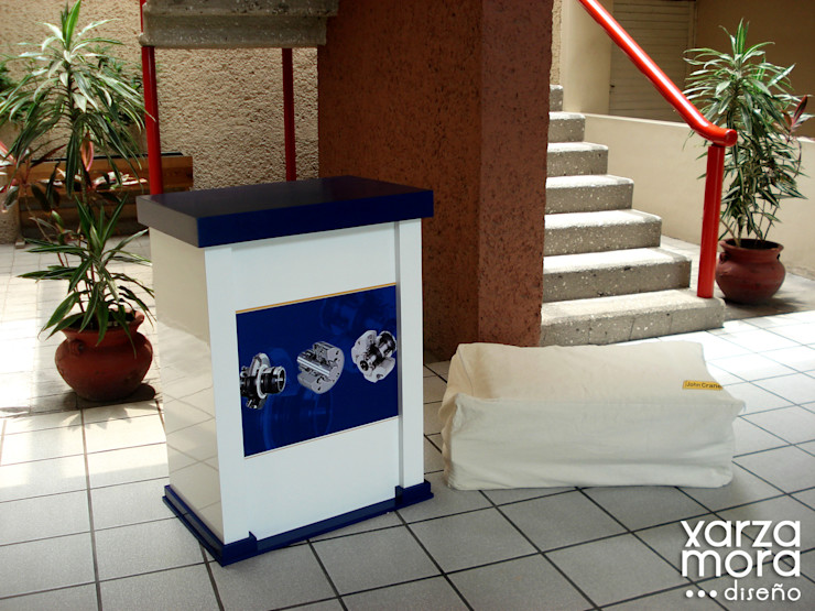 JohnCrane Xarzamora Diseño Centros de exposiciones de estilo minimalista