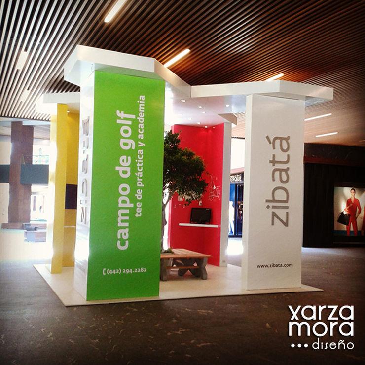 Zibatá Xarzamora Diseño Centros comerciales de estilo minimalista
