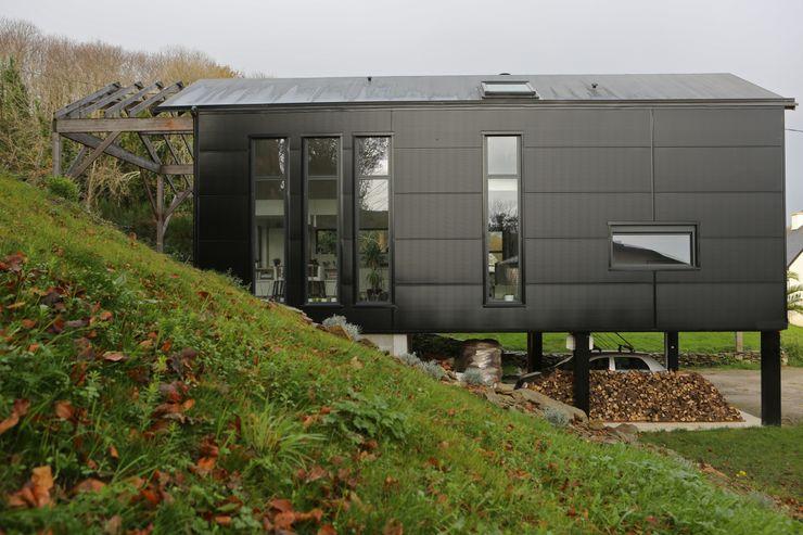 Bertin Bichet Casas de estilo escandinavo Aluminio/Cinc Negro