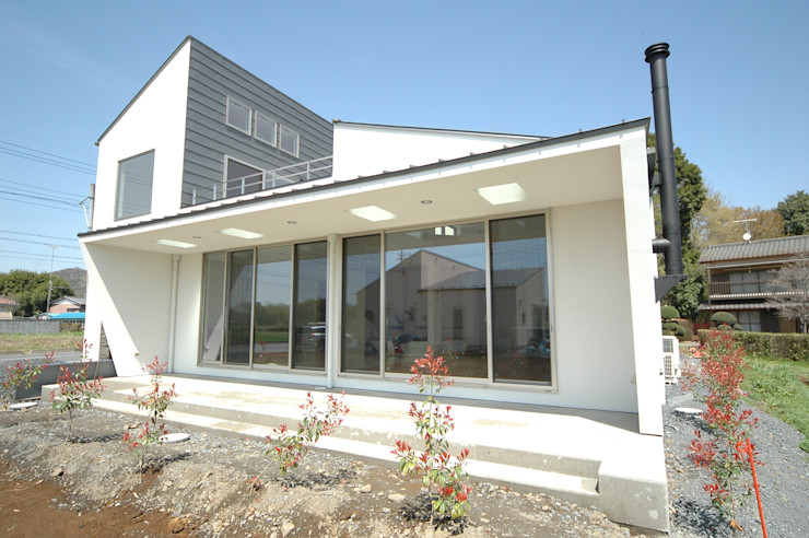 合同会社 栗原弘建築設計事務所 Modern houses Metal White