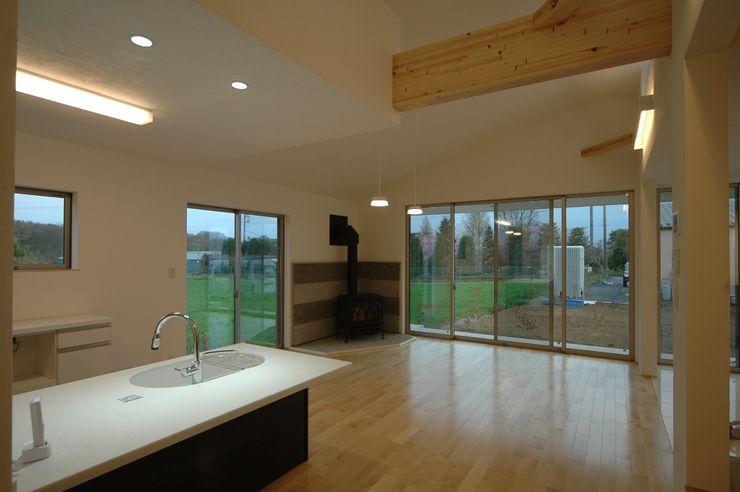 合同会社 栗原弘建築設計事務所 Modern dining room Granite White