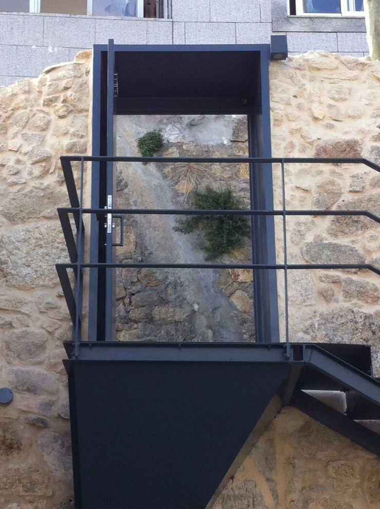 Bastos & Cabral - Arquitectos, Lda. | 2B&C Fenêtres & Portes modernes