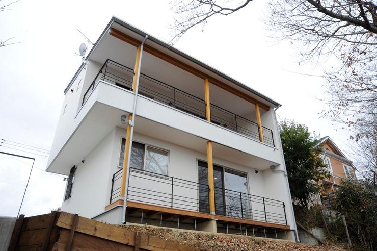 アトリエdoor一級建築士事務所 Modern houses Wood White