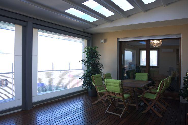 Appartamento LC Andrea Gaio Design Balcone, Veranda & Terrazza in stile moderno