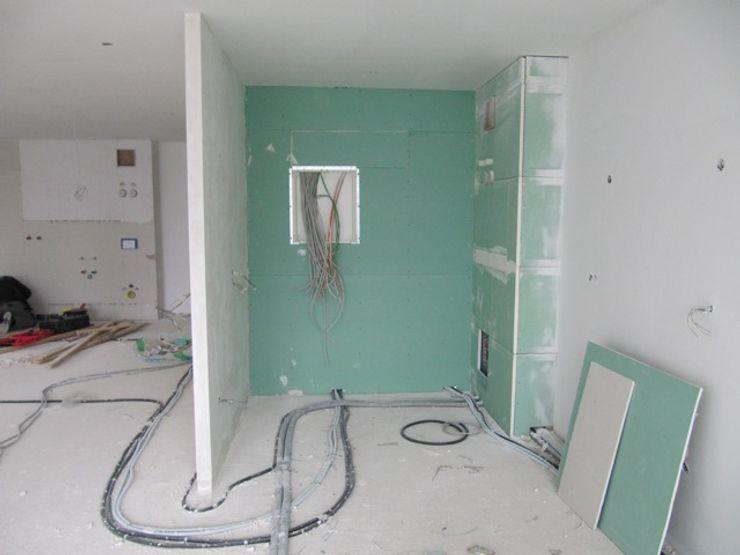 BV_F health architecture* Moderne Wohnzimmer