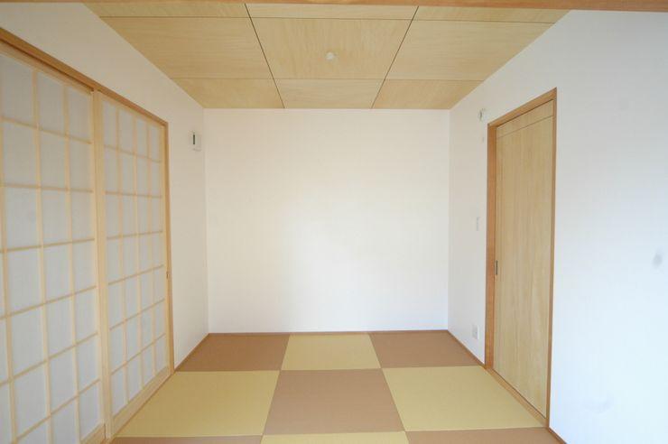 和室(親世帯) 合同会社 栗原弘建築設計事務所 モダンデザインの リビング