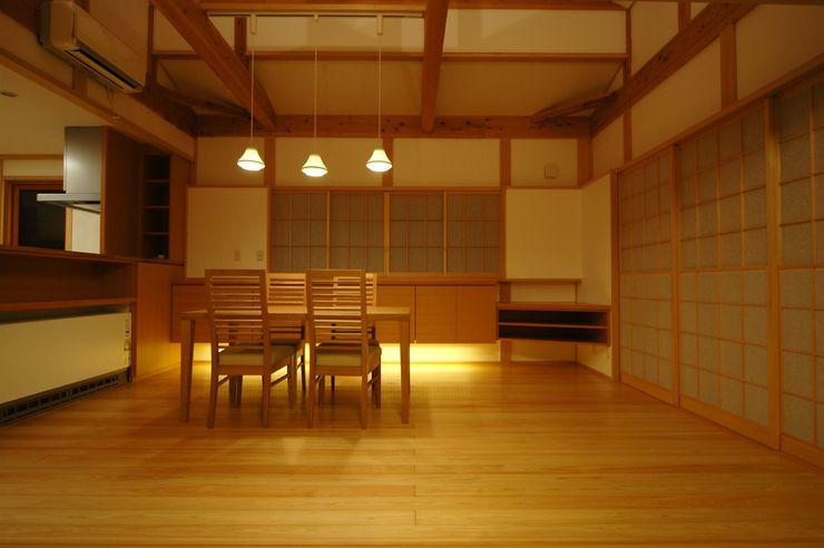ダイニング 合同会社 栗原弘建築設計事務所 クラシックデザインの ダイニング 木 木目調
