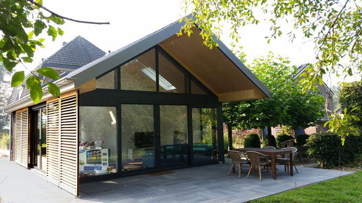 TS architecten BV Balcones y terrazas de estilo moderno Vidrio Transparente